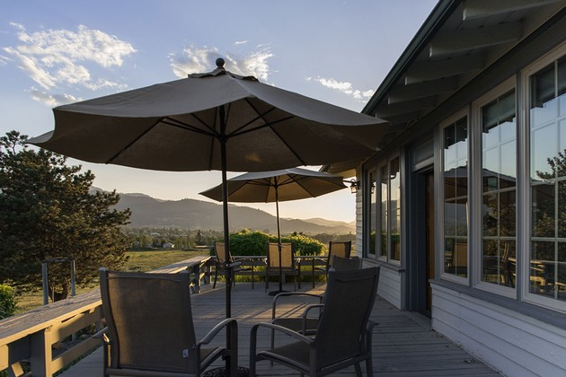 Naumes_Suncrest_Winery_Patio_630x420-EQJTKU